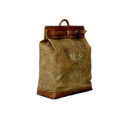 1901〜10年ごろの「スティーマーバッグ」。洗濯物入れからキャリーオールとしても使用された