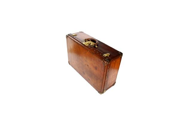 1890〜1900年ごろの「革製トランク化粧ケース」(男性用)。トレイもついている