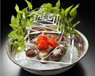 日本料理なかのしまの料理イメージ。自在に形が変えられる錫でできた食器だから、立体的な装飾が可能に