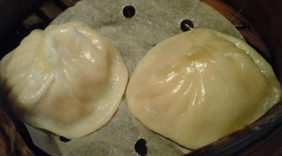 招福門5月のおすすめAはフカヒレ入り小籠包。あふれる肉汁たっぷりの小籠包にフカヒレのプチ食感が◎。ウマイ!