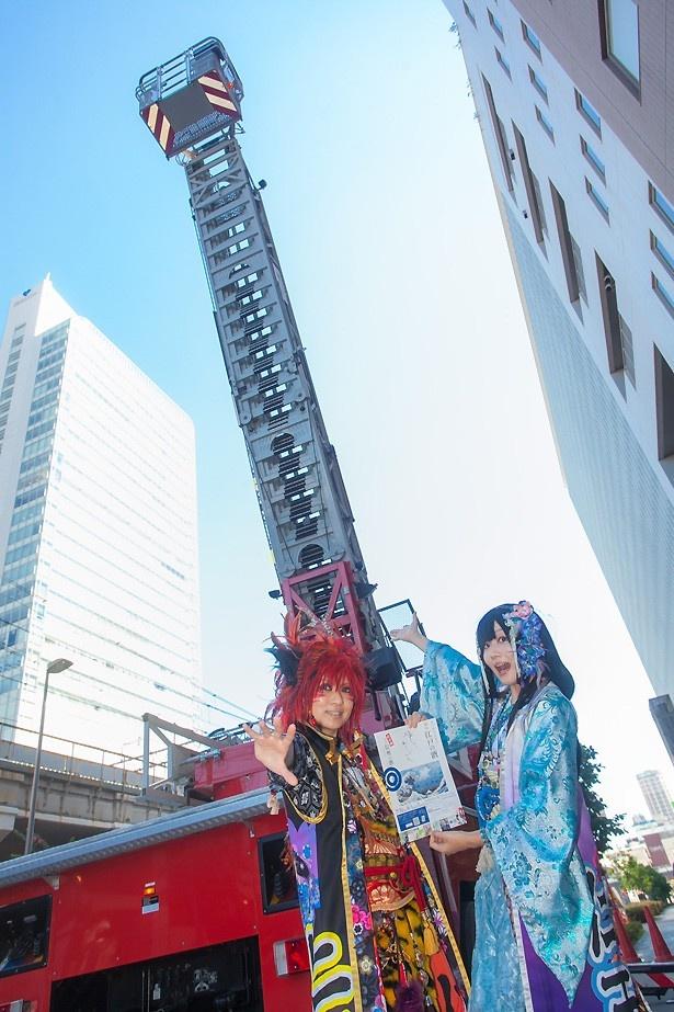 神田消防署の協力のもと、はしご車とコスプレイヤーの共演が実現