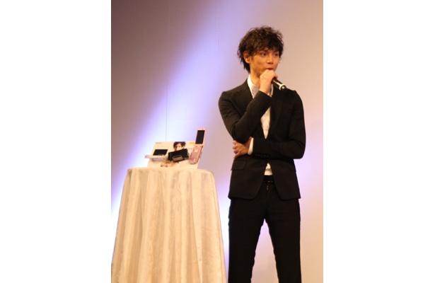 CMの撮影秘話を語る水嶋ヒロさん