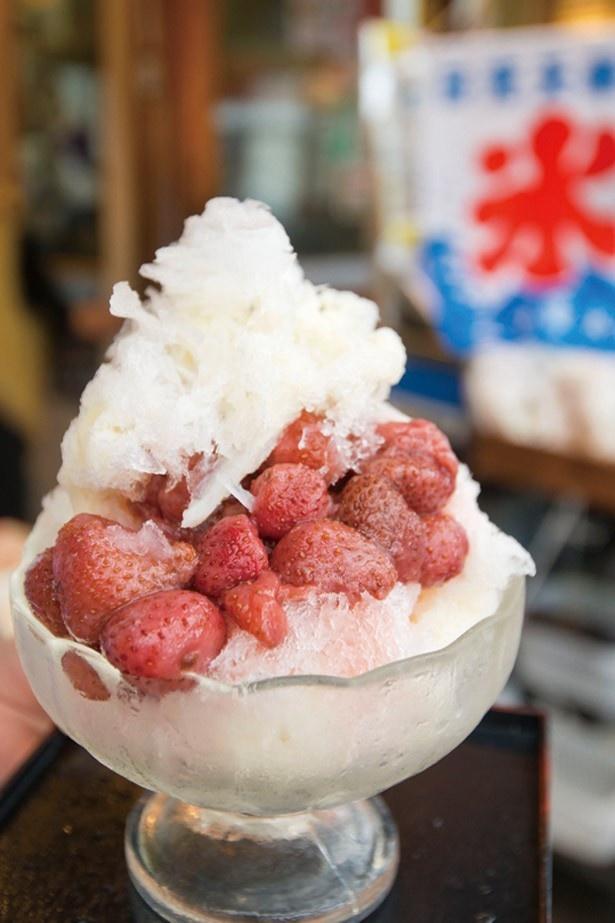 日光さかえやが提供する手作りソースのかき氷「生いちご」(700円)は、日光らしい豆乳とイチゴのコンビ!