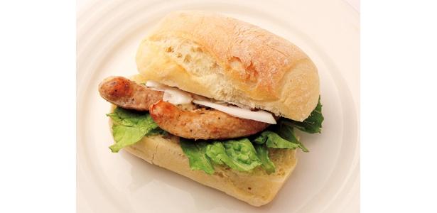 イタリアンテイスト満載。大阪の「うつぼバーガー サルシッチャ」(780円)