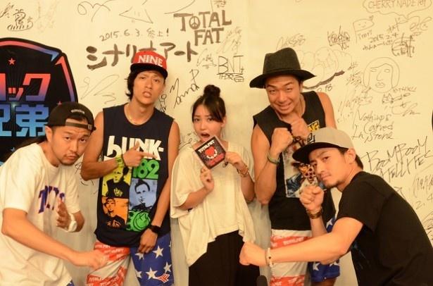 ロック兄弟MCの田中美里とゲストのTOTALFAT