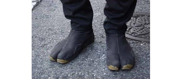 圓岡さんの足もとを日記がパチリ