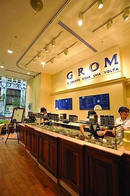 新宿マルイ1Fに誕生した「GROM」。通りに面した店内は明るくさわやかな雰囲気