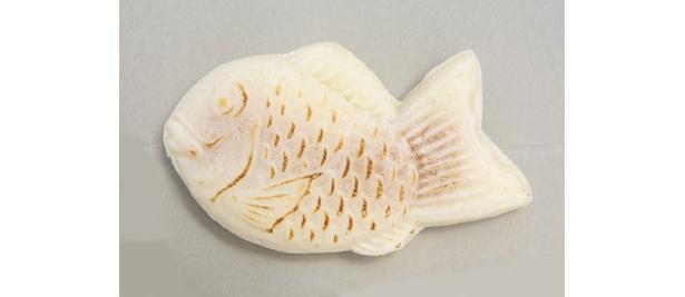モチモチとした食感と白い皮が珍しい「道頓堀 白いタイヤキ」キャラメル味は200円