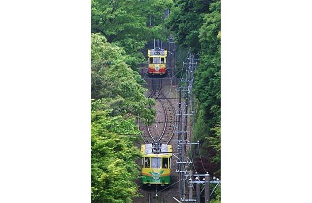 「高尾登山電鉄ケーブルカー」は、窓が大きくなって登場!