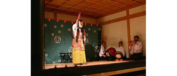 「湯島天満宮例大祭」では、「江戸里神楽」などの伝統芸能も見られる