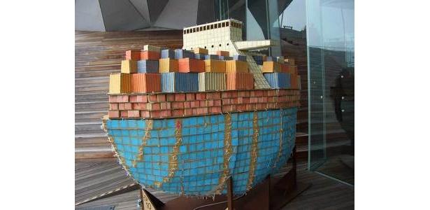船の展示は外にもあり。スタンプラリーの際は気をつけて