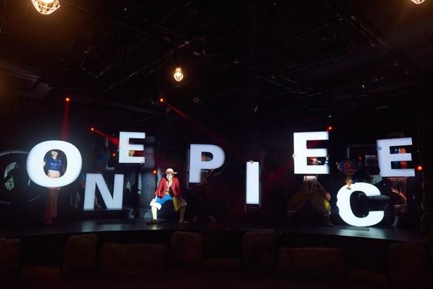 ルフィやチョッパーが目の前でパフォーマンスを繰り広げるライブショー。心の動きを色で表現する「ココロ石」を使用し、観客もショーに参加する