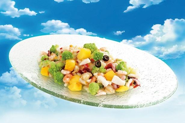 「サンジのおれ様レストラン」の夏季メニューの1つ「空島フルーツパラダイス カルパッチョ風」