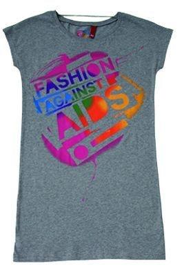 メインのロゴが描かれたTシャツ(2490円)