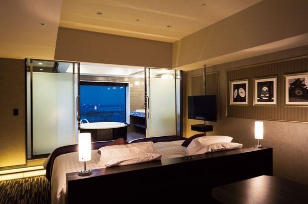 最上階の3フロアはラグジュアリータイプ。一部の部屋のバスルームからはパークが一望できる
