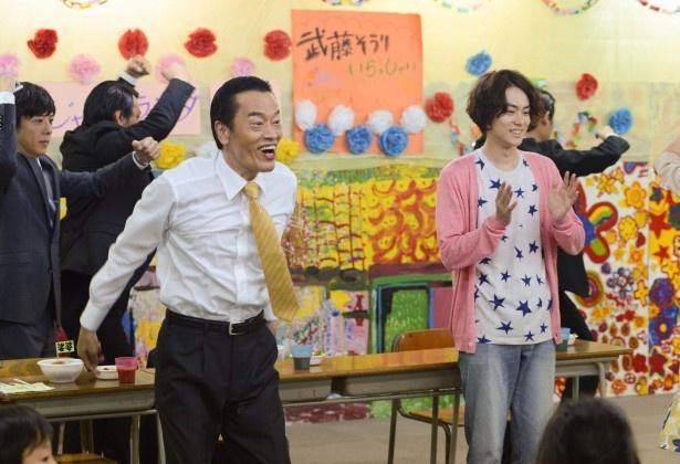 8月28日(金)の第5話では、武藤親子が入れ替わりの原因を探りフリースク... 8月28日(金)