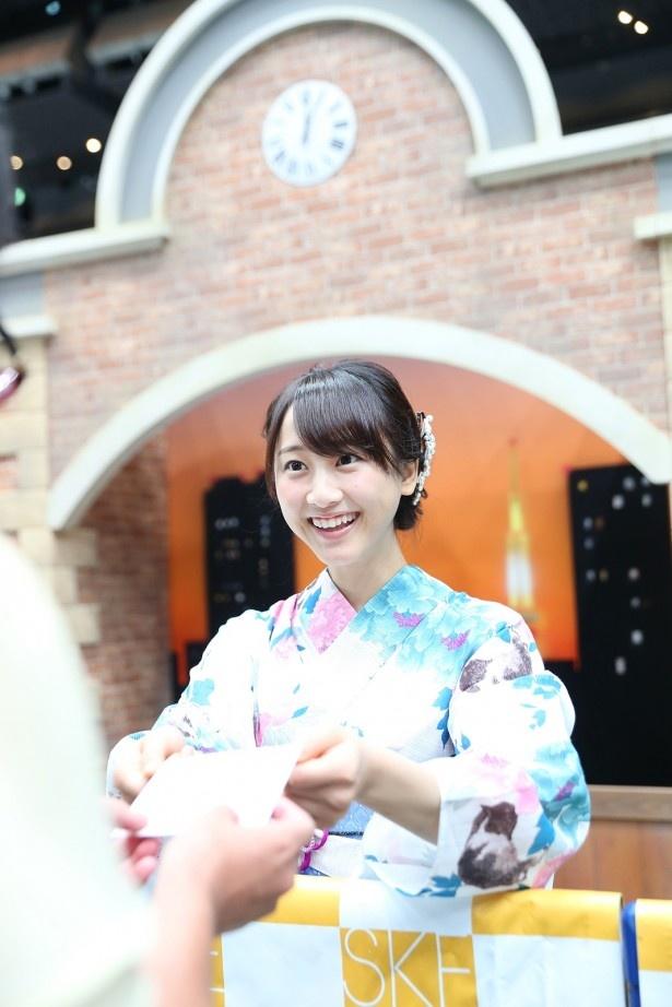 SKE48・松井玲奈の卒業記念イベント「―メッセージカードお渡し会」が、さいたまスーパーアリーナに行われた