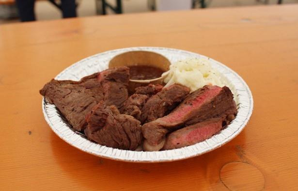 でですけが提供する「和牛ステーキ150g」(1500円)は、脂が乗った国産メス牛のおいしさを堪能できる