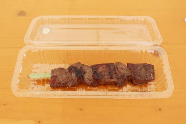 しょうろ苑の「赤身牛串」(1200円)。A5ランクの和牛を串で気軽に楽しめる