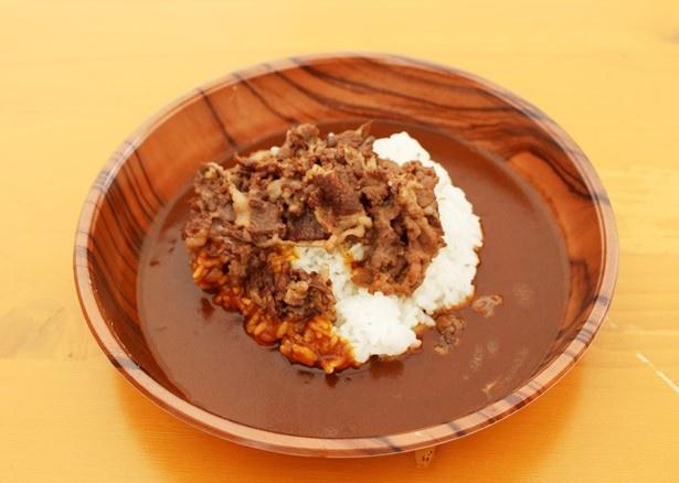 松阪牛 闇市が提供する「松阪牛のしぐれ煮カレー」(1200円)は、松阪牛のしぐれ煮をふんだんにトッピング。カレーは酸味、甘味、辛味のバランスがとれた本格的な味わい