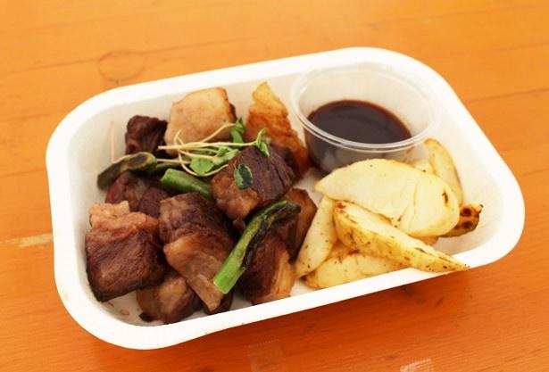 和牛好寄合所の「ダイスカットステーキ」(1200円)は、噛み締めるほどに旨味を感じる。4種類から選べるソースもうれしい