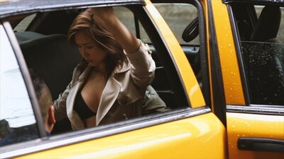実際に紗栄子がタクシーに乗り込む様子を収録