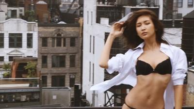 """紗栄子の""""女性らしいナチュラルな柔らかさを感じさせる、抜け感のある胸もと""""は必見"""
