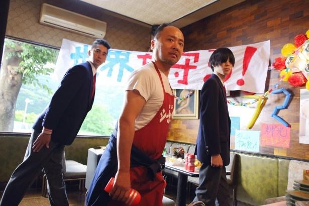 自身が演じる永野輝光のPVで監督デビューを果たすことになったマキタスポーツ