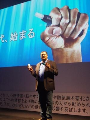 【写真を見る】マーケティング iQOS ディレクターのアショック・ラモハン氏。「業界の常識を覆す、革新的な製品です」とコメント
