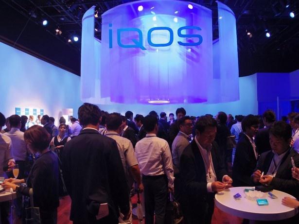 商品発表会の会場では、「iQOS」を実際に試すことのできる場も用意された
