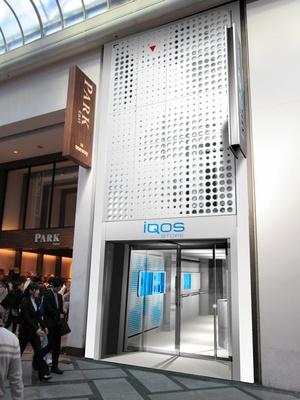 旗艦店「iQOS ストア」では、購入のみならず、充実したアフターサービスを提供する