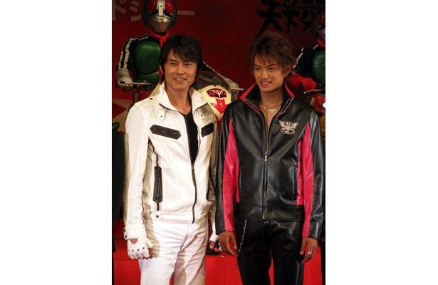 新旧イケメンヒーロー倉田てつを(左)と井上正大(右)