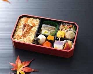 キノコの王様・マツタケが香る「松茸ごはん弁当」(1,080円)
