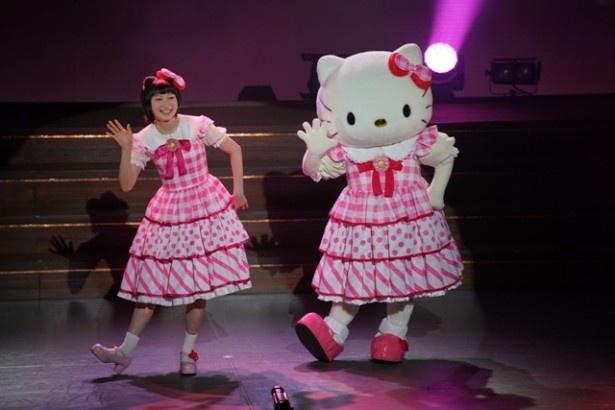カリンちゃん(宮本佳林)らJuice=Juiceが、BS-TBS開局15周年特別企画「クールジャパン~道DOU~」の「演劇女子部ミュージカル『恋するハローキティ』感謝祭」公演に出演