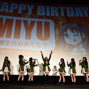 WUGリリースイベントで高木美佑にバースデーケーキ