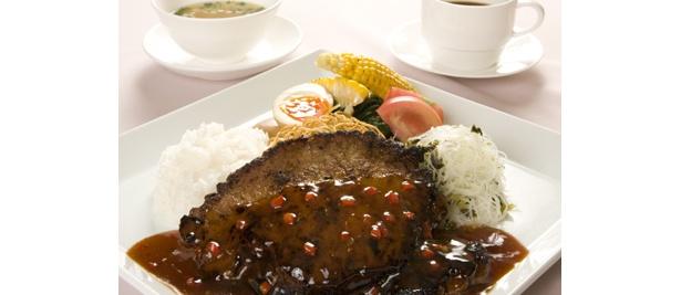 「D4 TOKYO GRAND CHINA」の「超特大バーコー(カツ)&3種類の麺・飯の極盛プレート!」(1500円) ※限定10食