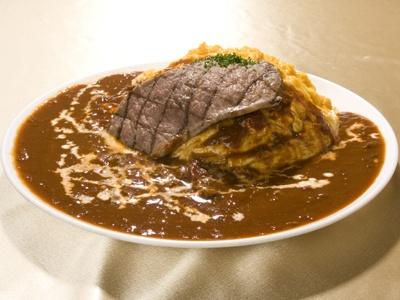 「麦房家」のステーキ2倍「極盛オムハヤシライス」(1800円) ※限定10食