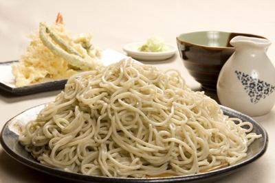 大満足の2.5倍!「蕎菜」の「極特盛天せいろ」(920円)