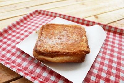 ハワイの揚げパン「マラサダ」とクロワッサンを合わせた「クロサダ」(600円)。ジューシーな生地に程よい甘さのクリームがマッチ!