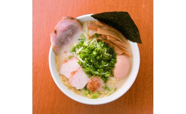 高級素材使用の「ホロホロ鳥白湯ラーメン」(980円/「元祖一条流 がんこラーメン」)