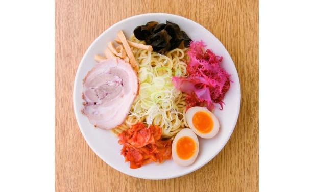 キムチや赤トサカノリが効く「みそつけ麺キムチ風味」(980円/「麺処 白樺山荘」)