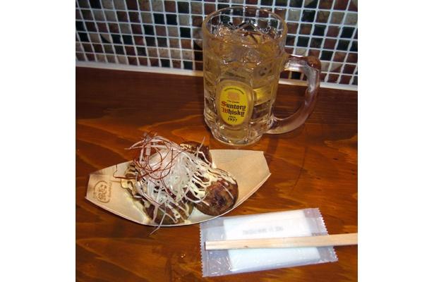 関東ではかなり珍しいたこ焼き専門の立ち飲み屋「築地銀だこハイボール酒場」は、新宿・歌舞伎町に5/28(木)オープン
