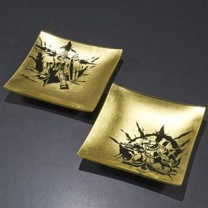ガンダムとシャアザクが風神雷神!金箔プレートが登場