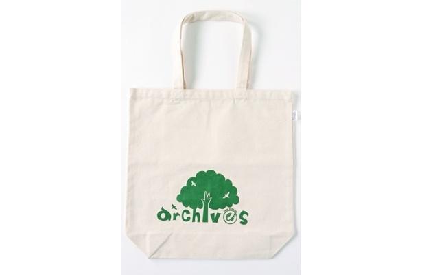 archivesの「エコバッグ」は525円。 キャンバス地に樹木をデザインし、エコ感満点!