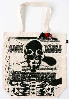 Black Laboratory by HIDEROCK Design「スカルプリントエコバッグ」1260円。エコとロックのコラボが斬新