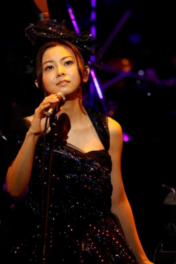 倉木麻衣がことし初の単独ライブ「Mai Kuraki Symphonic Live -Opus 3-」を開催