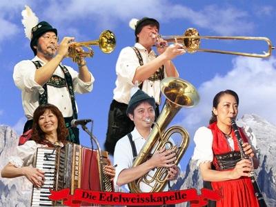 【写真を見る】アルプス地方の民族音楽の演奏は京都センチュリーホテルで実施