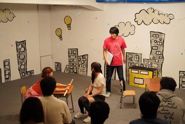 【写真を見る】昨年「はっぽる☆しゅてぬ~る」が行った、20代の留年小学生が小学校を卒業して社会の荒波に立ち向かうまでを描いた演劇「吼えろ!ショーリューケン!」。今年も作品を出展