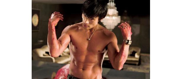 イ・ビョンホンの筋肉隆々の美しき胸板にドキっ