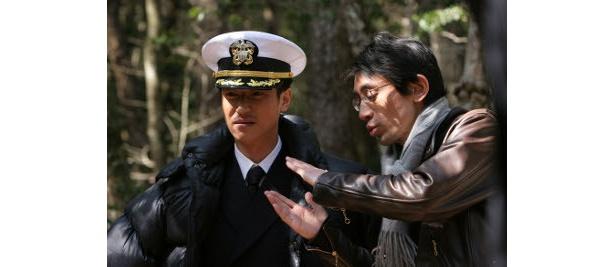 監督は『腑抜けども、悲しみの愛を見せろ』の吉田大八